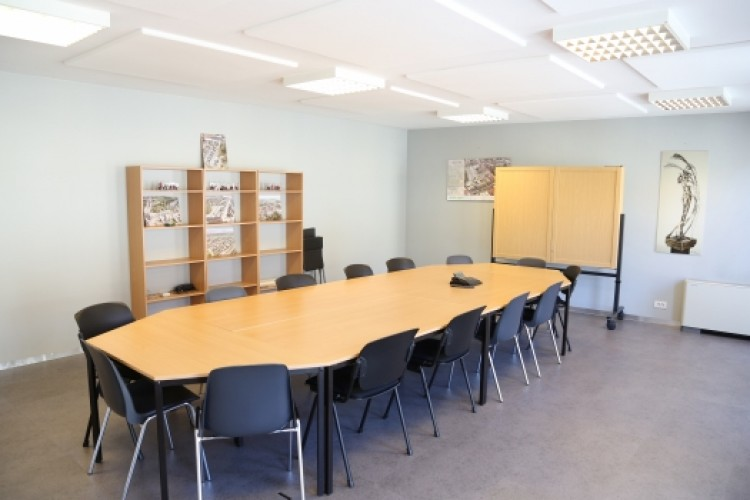 Bedrijfsruimte Meensesteenweg 385-389, Kortrijk
